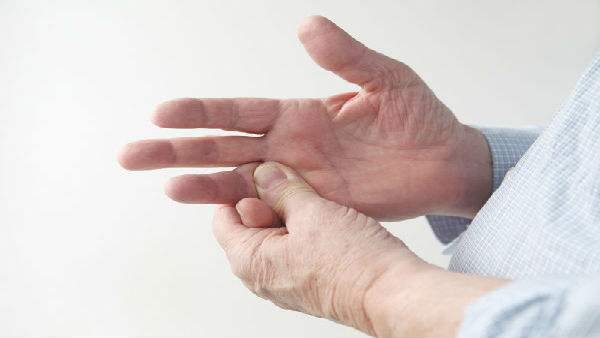 Tingling pain in Hand Could be a Sign of Coronavirus