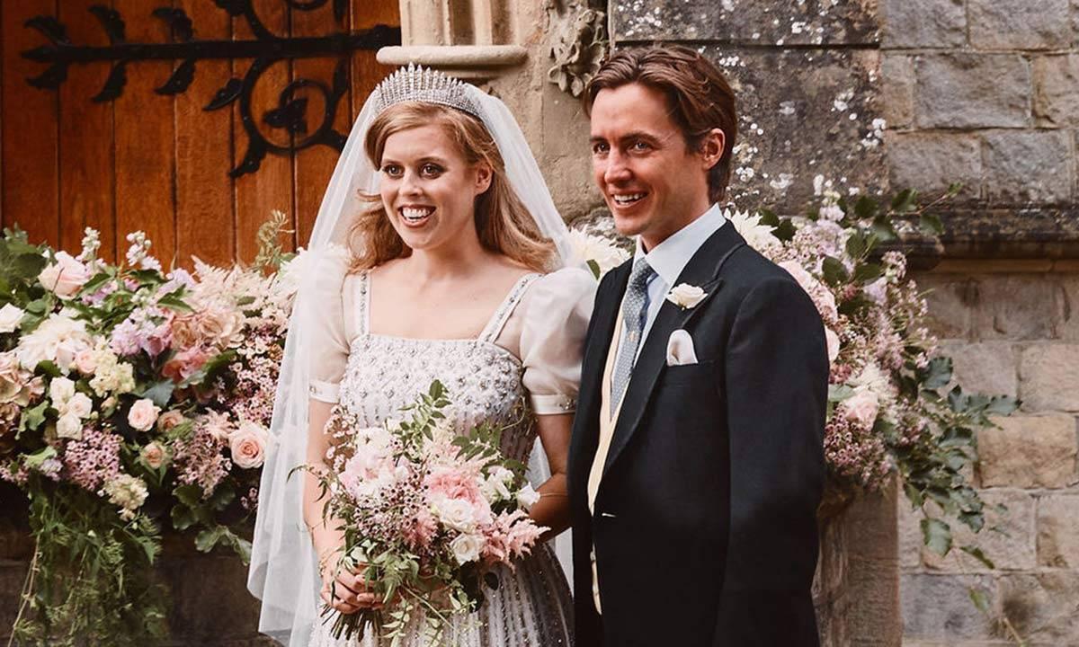 Wedding portraits of Princess Beatrice with Edoardo Mapelli Mozzi has been released