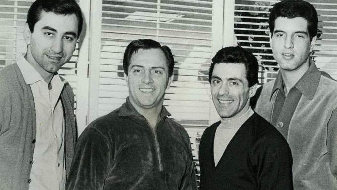 """Co-Founder of Band """"The Four Seasons"""" Tommy DeVito Died of COVID-19"""