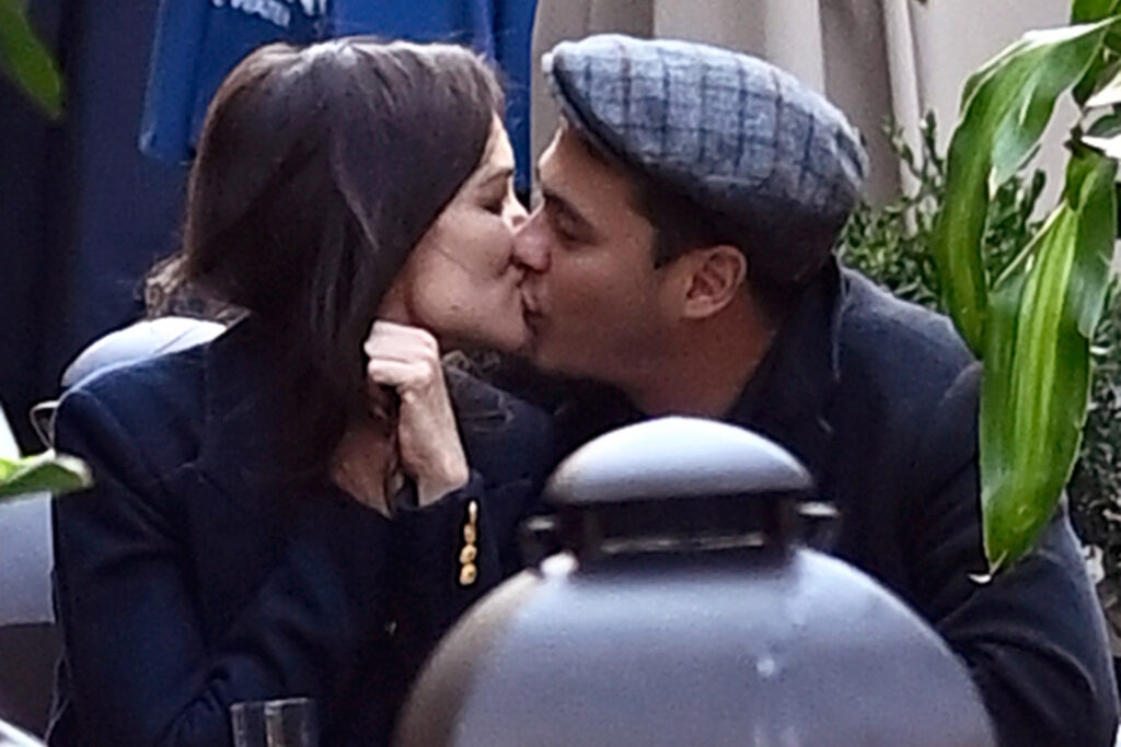 Katie Holmes and Emilio Vitolo Jr. seen Kissing
