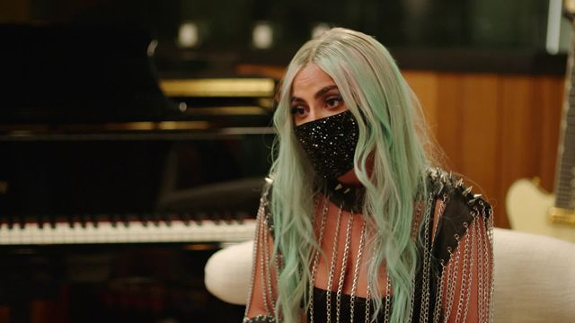 """Lady Gaga Revealed She feels Suicidal """"Everyday"""" After Getting Fame"""