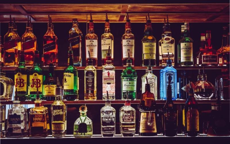 Delhi Govt. allows bars to re-open
