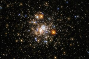 Stunning Hubble Space Telescope Image of a Glittering Globular Cluster