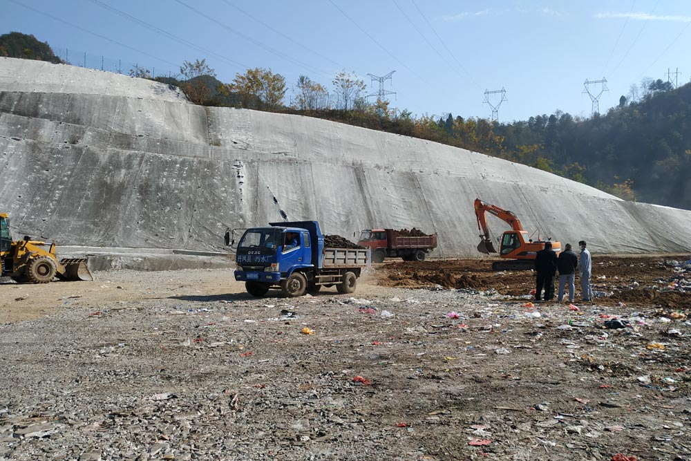A view of the landfill where Zhou Dayong works, 2018. Courtesy of Zhou Dayong
