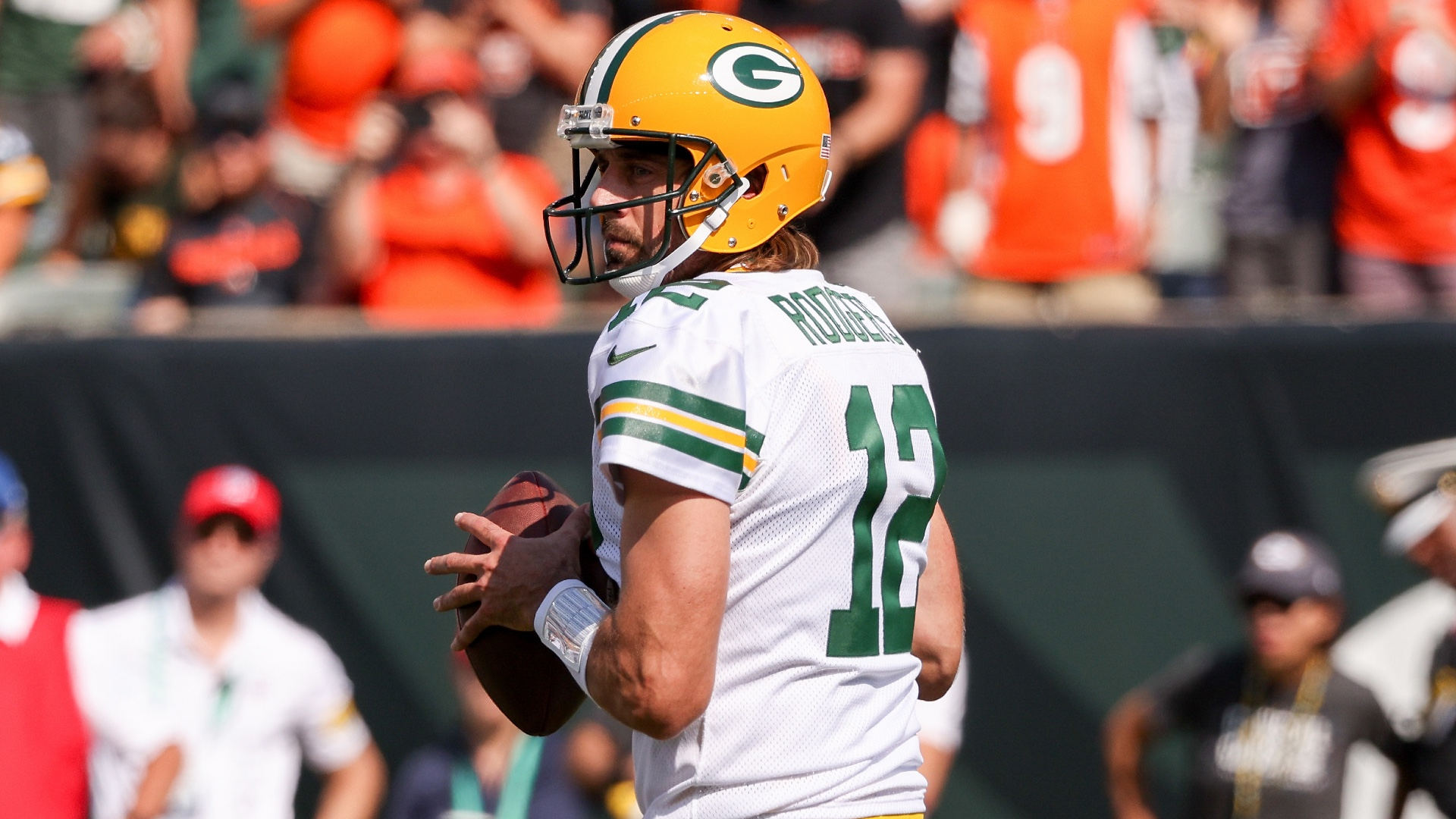 Aaron Rodgers tells Joe Burrow to slide more after Packers' win vs. Bengals: 'You're too damn talented'