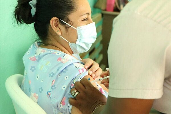 Most countries of the Americas to reach COVID-19 vaccination target by end of year