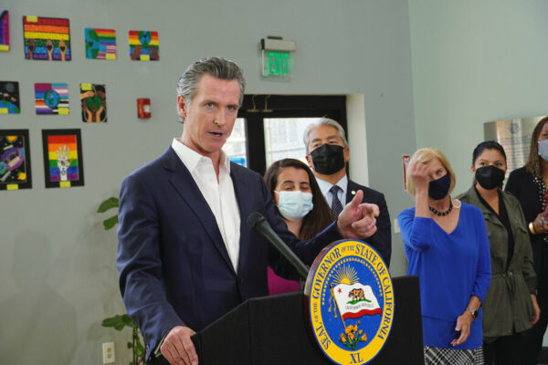 California proposes buffer between neighborhoods and oil drilling
