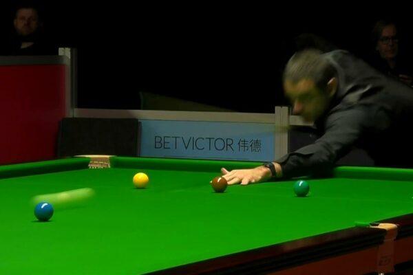 WATCH: O'Sullivan sends balls flying round table in crazy break-off