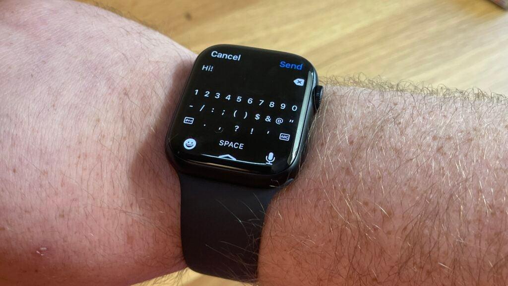 Apple Watch 7 QWERTY keyboard